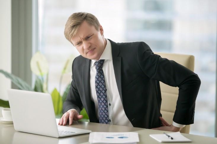 Tránh ngồi quá lâu để cải thiện triệu chứng bệnh trĩ